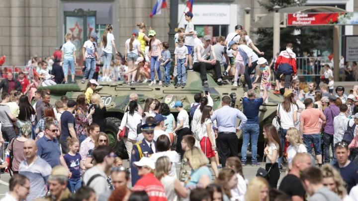 В Челябинске к юбилею Победы увеличат количество трибун на площади Революции