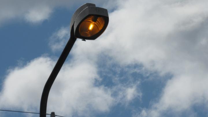 Спустя две недели жителям Шадринска восстановили уличное освещение
