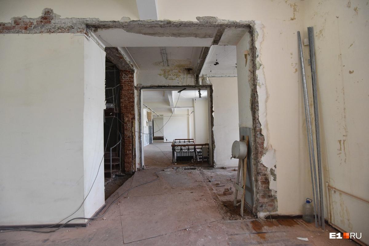 Выставочный зал на Малышева, 36 закрыт на замок. Его будут ремонтировать после окончания реконструкции
