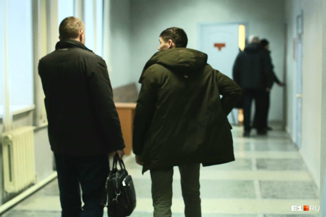 Вадим Мустафин (справа) единственный, кого оставили под домашним арестом