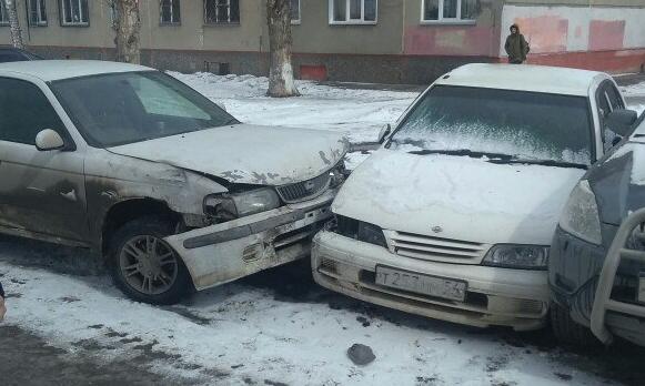Новосибирец устроил погоню за буйным водителем, который въехал в припаркованные машины