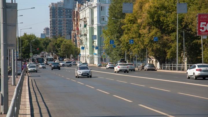 Под дорогой — метро: на улице Ново-Садовой начал проваливаться асфальт