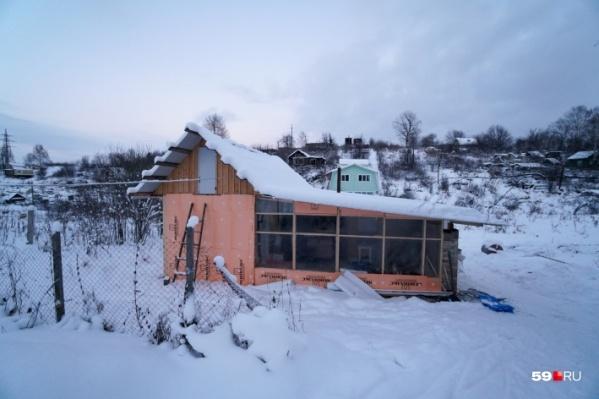Сейчас семья Гришиных живет в этом маленьком домике