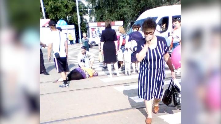 Вышла за водой: водитель маршрутки в Челябинске сбил кондуктора трамвая