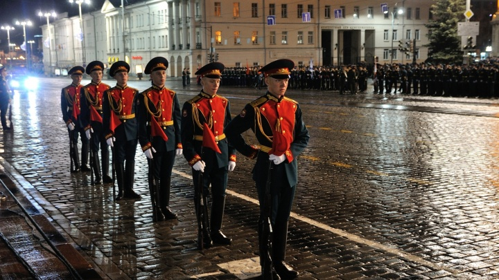 Центр Екатеринбурга перекроют 24 апреля из-за ночной репетиции парада Победы