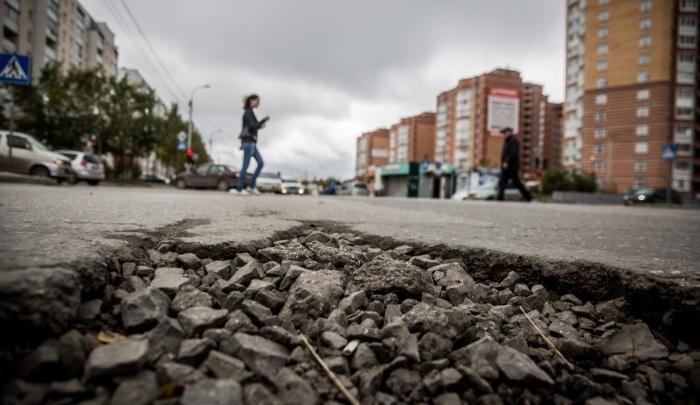 Дороги нет с весны: на мэрию подали в суд за разбитую улицу до Плющихинского жилмассива