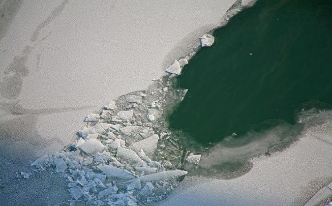 Трое рыбаков на снегоходе провалились в полынью на Обском море— им потребовалась помощь спасателей