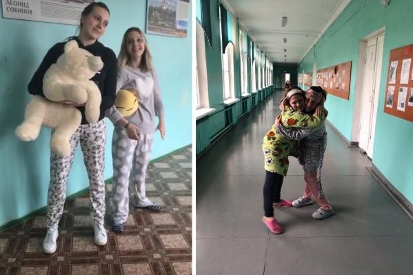 В пижамах пришли старшеклассники трёх школ
