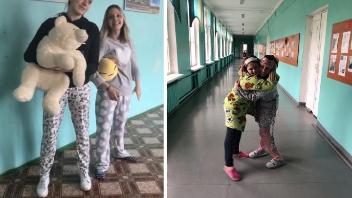 «Учителей это повергло в шок»: в Рыбинске старшеклассники массово пришли на уроки в пижамах