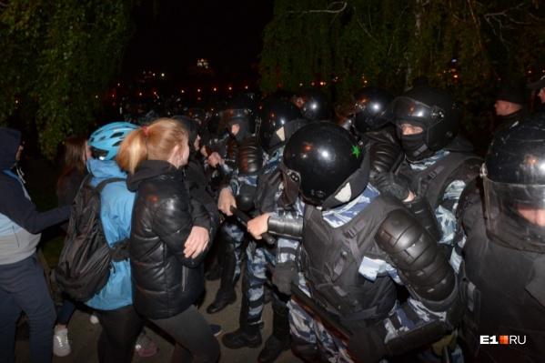 Инцидент произошел 14 мая, во второй день противостояния в сквере