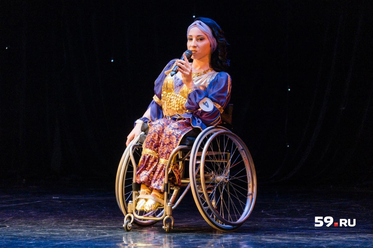 Алена Терентьева представляет Саратовскую область. Там она жила до переезда в Пермь. Сейчас девушка танцует в ансамбле «Гротеск»
