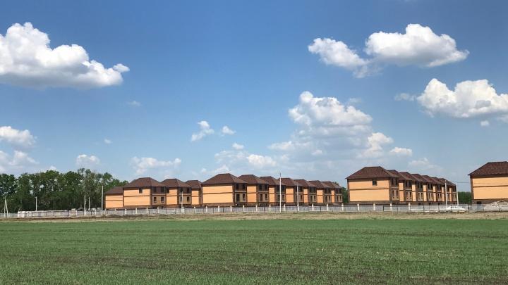 Мечты сбываются: готовые коттеджи можно приобрести в эко-поселке в километре от улицы Петухова