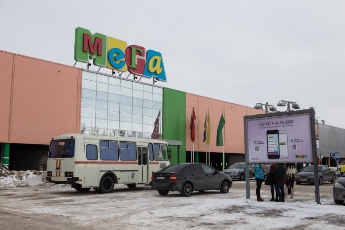 Продавец и потенциальный покупатель встретились на парковке СТЦ «МЕГА» на улице Ватутина