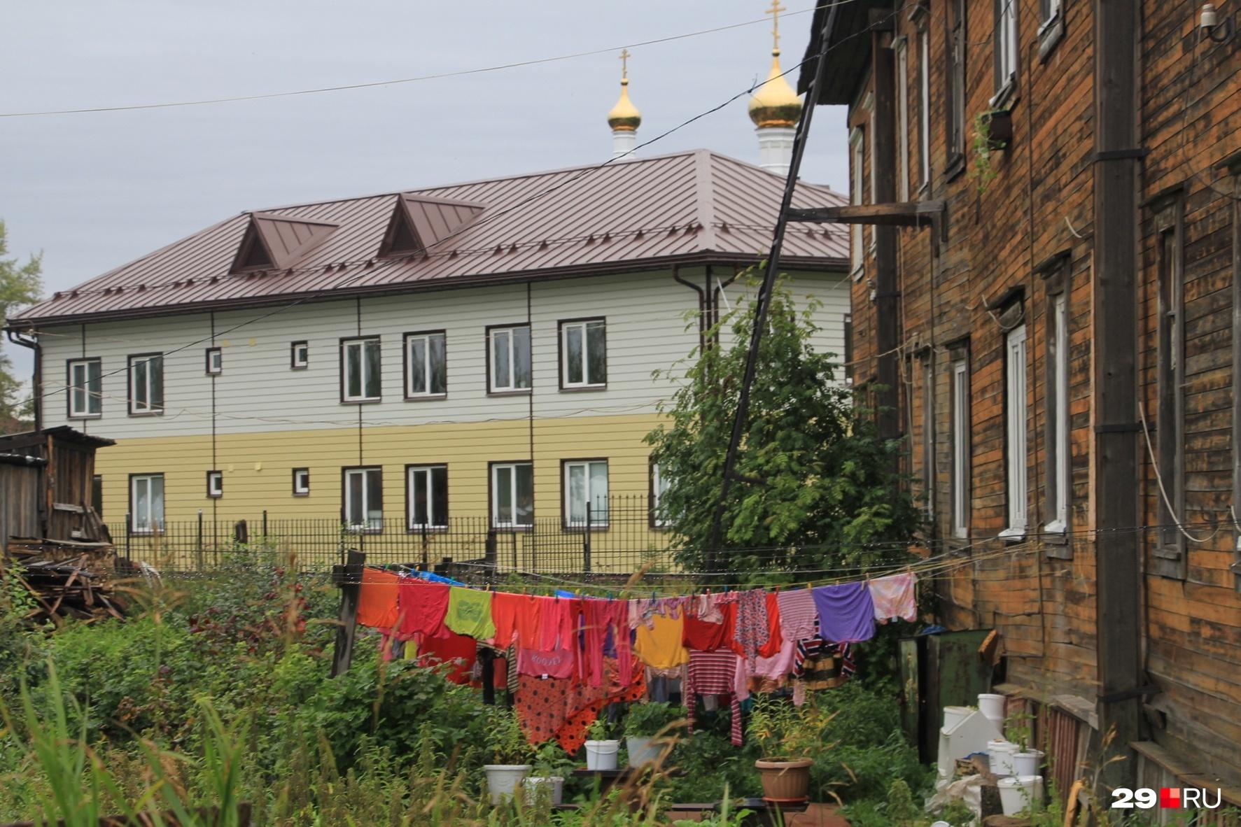 Благоустроенная двухкомнатная квартира на острове стоит около 1,3 миллиона рублей