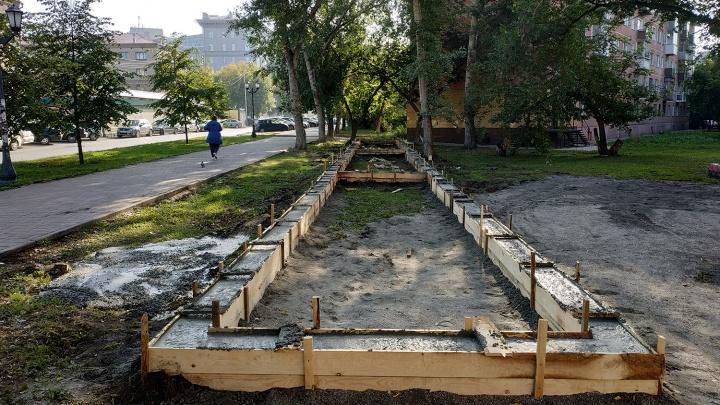 Жильцы дома разрешили построить на газоне огромный киоск в обмен на ремонт крыши