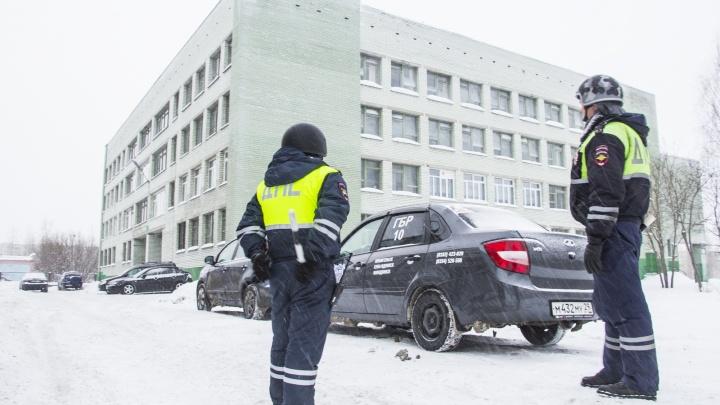 «Получили письма с угрозой теракта»: что известно об эвакуации в архангельских школах и больницах