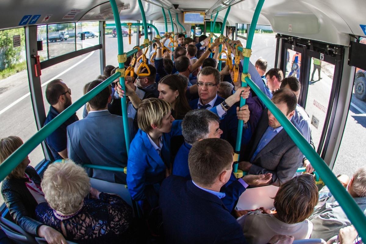 Читатели E1.RU жаловались, что ждали транспорт по 45 минут
