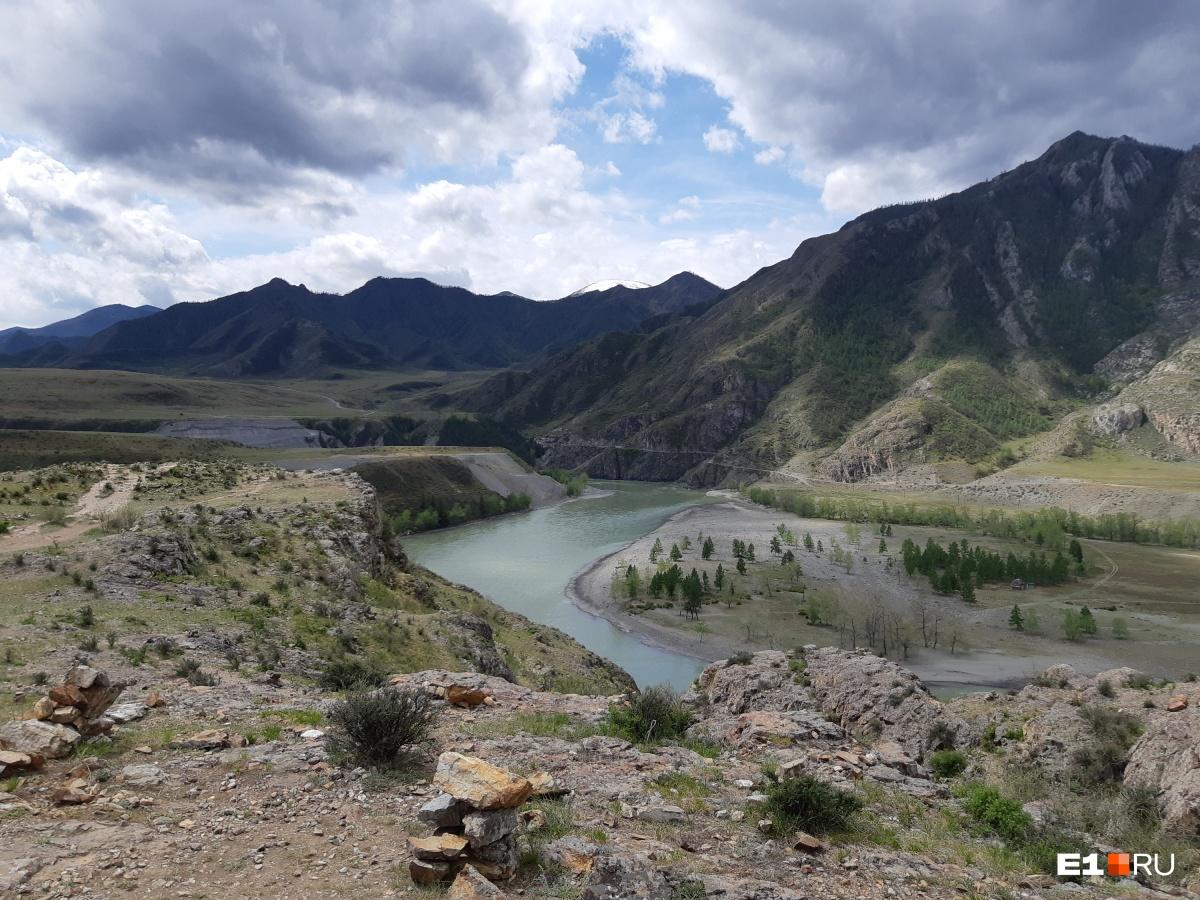 Попадаем к месту, где сливаются две реки — Катунь и Чуя