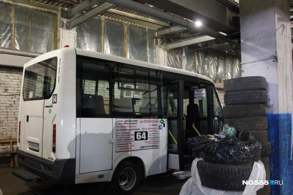 Сейчас похожие маршрутки уже ездят по улицам города — 20 новых машин в свой автопарк купил омский перевозчик Виталий Торопов