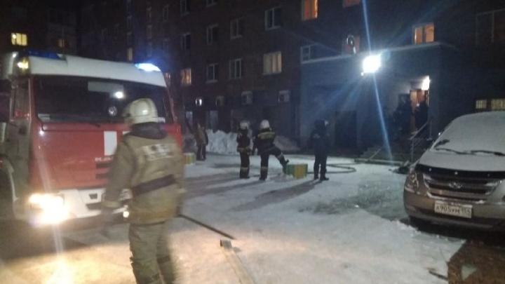 В МЧС назвали причину позднего пожара на Орджоникидзе
