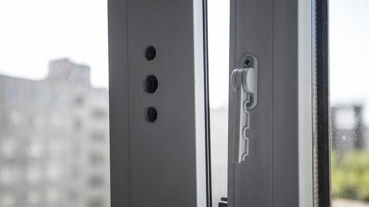 Двухлетний мальчик выпал из окна седьмого этажа