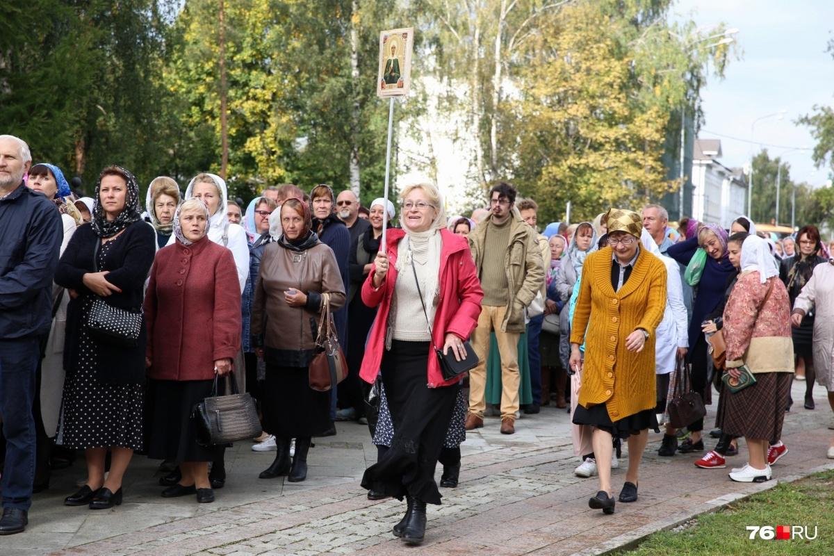Очередь до Вечного огня: тысячи православных пришли поцеловать руку Спиридона Тримифунтского