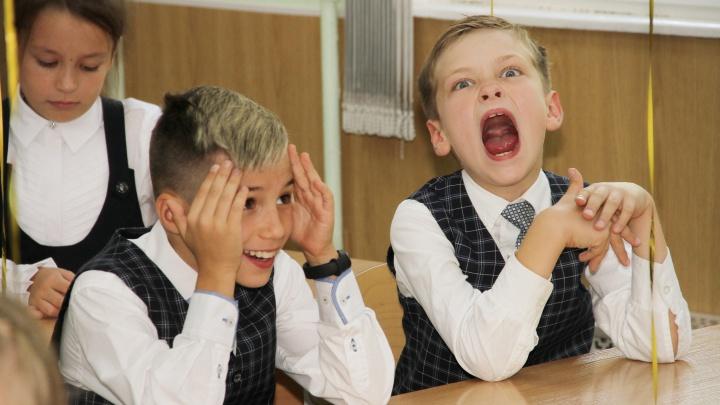 «А-а-а, снова в любимую школу!» Смотрим на самые эмоциональные фото с нижегородских линеек