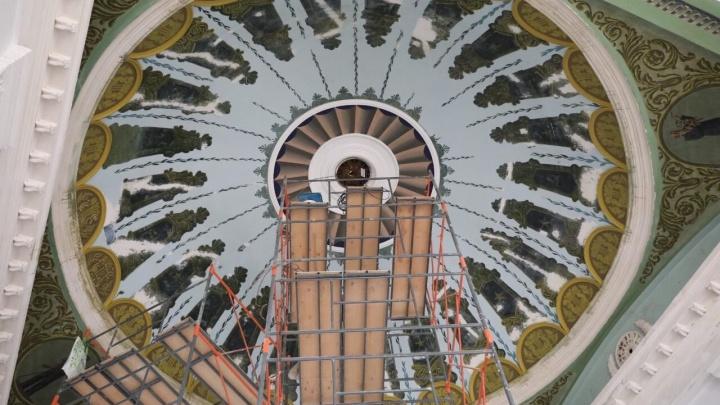 Изумрудные колонны и коричневые стены: мэрия отчиталась, как продвигается ремонт ДК «Октябрь»