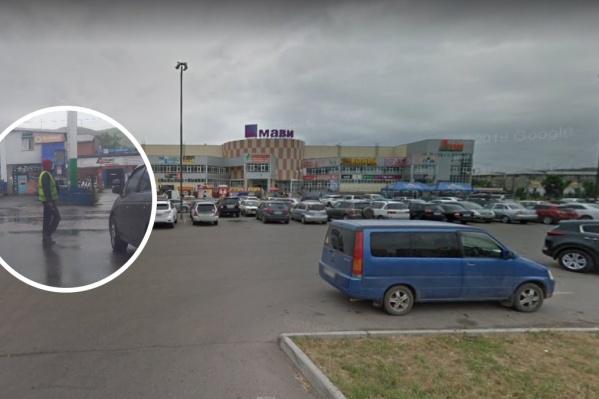 Мужчина, по заявлению авторов сообщения, совершил нападение в районе Гастелло, 32