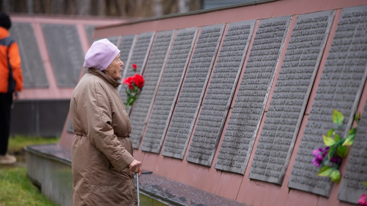В Екатеринбурге родственники репрессированных вышли на митинг памяти