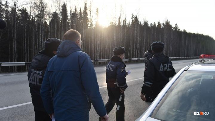 Свердловские инспекторы ГИБДД спасли грибника из Екатеринбурга, которого преследовал медведь