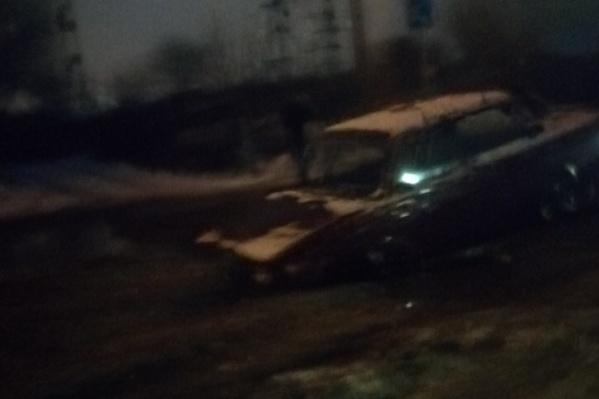 Водитель угодил в ловушку посредине проезжей части