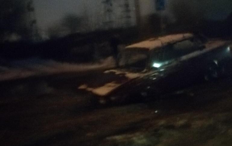 В Самаре на Береговой провалились под асфальт «Жигули»