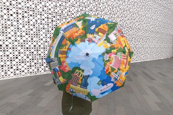 Каркас зонтавыполнен из металла и фибергласса (стеклопластика), а купол — из премиум-материала эпонж