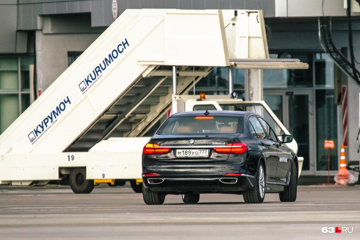 Пересесть из самолета в машину можно на территории аэропорта