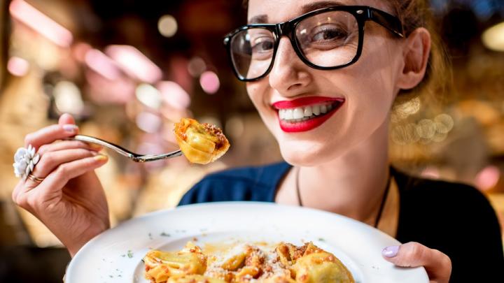 Вкусно и свежо: в каких ресторанах Челябинска открылись веранды