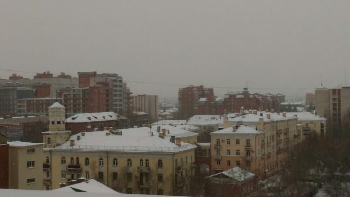 Утром омичи встали в пробках из-за снегопада