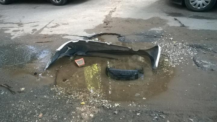 «В лужах купаются голуби»: на Безымянке прорвало канализацию