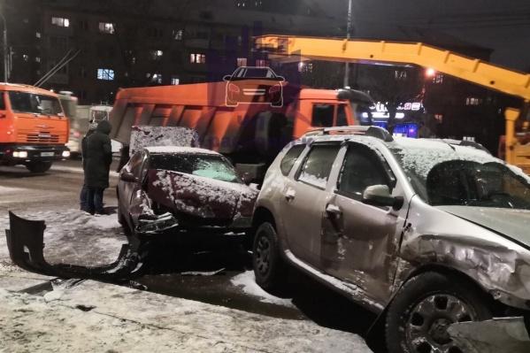 Авария произошла во время вечернего снегопада