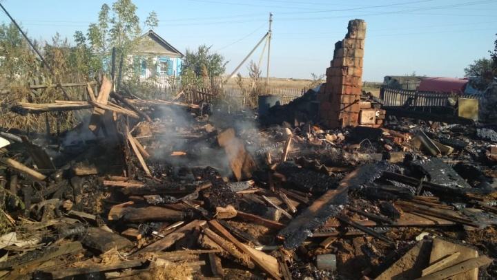 «Погибли хозяин и его гость»: в Чернышковском районе сгорел частный дом