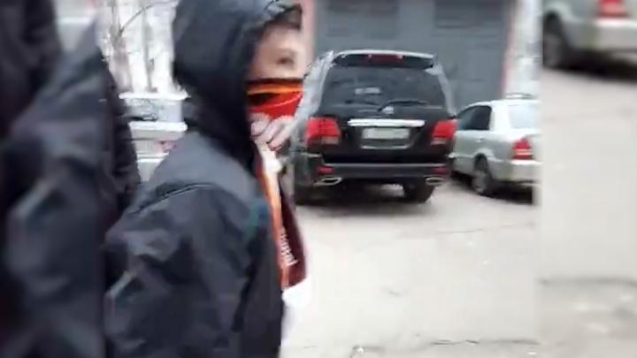 На Московке семиклассники закидали 77-летнего пенсионера камнями