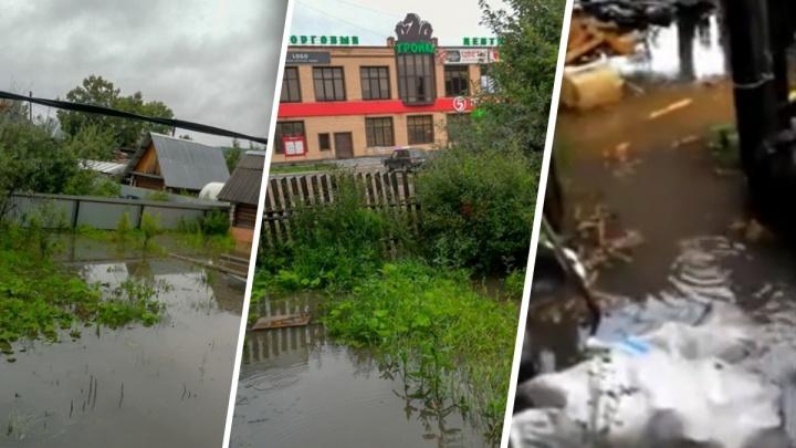 «Вода стоит по колено. Мы не можем выйти на улицу». В Добрянке затопило дома в частном секторе
