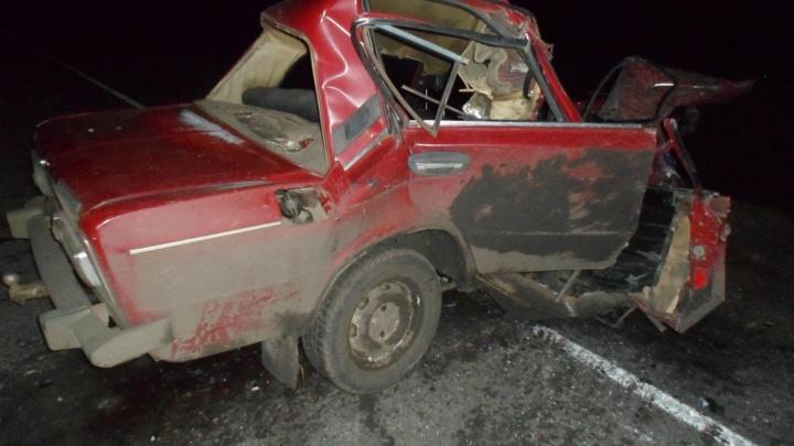 Водитель «Жигулей» влетел под фуру на трассе в Москаленском районе