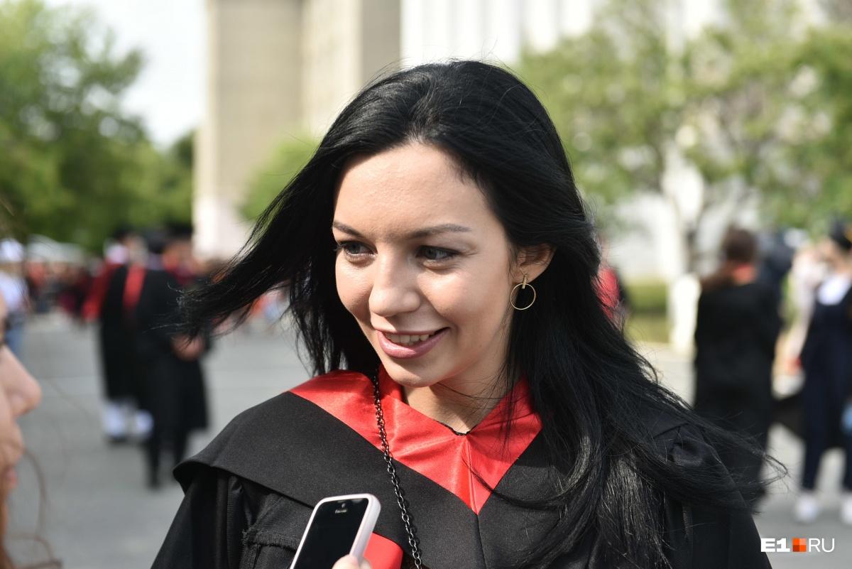Валентина окончила магистратуру, она преподаватель кафедры германской филологии УрФУ