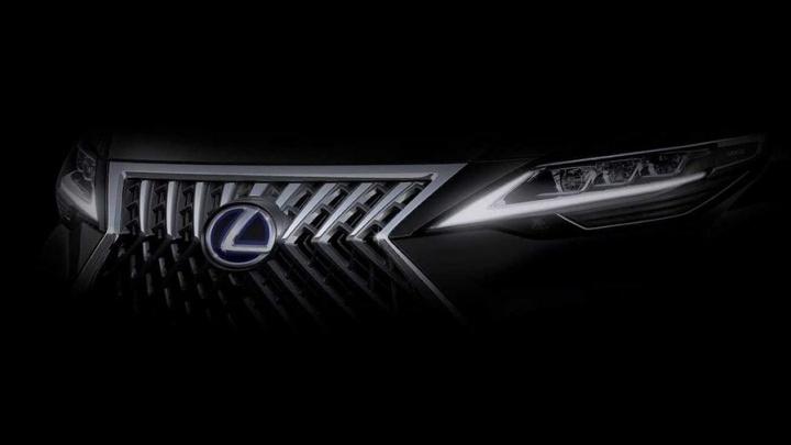 Lexus представил новую модельLM на 7 человек