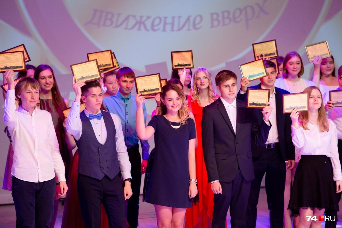 В 2019 году в Челябинске медали получили 410 учеников
