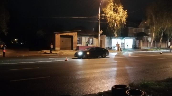 Lexus сбил сразу двух пешеходов на Жуковского: их увезли в реанимацию