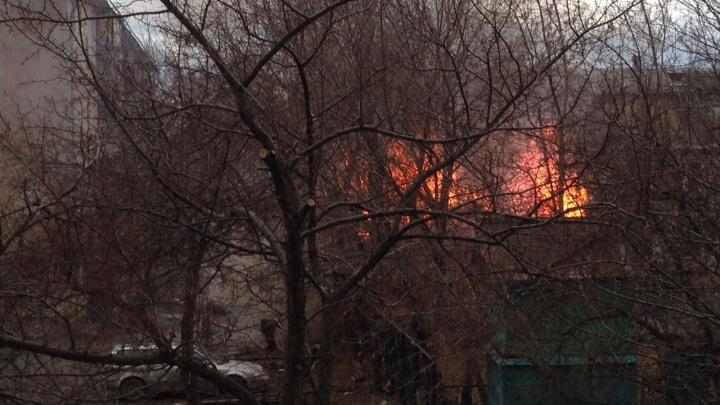 На территории детского сада на Уралмаше вспыхнул пожар