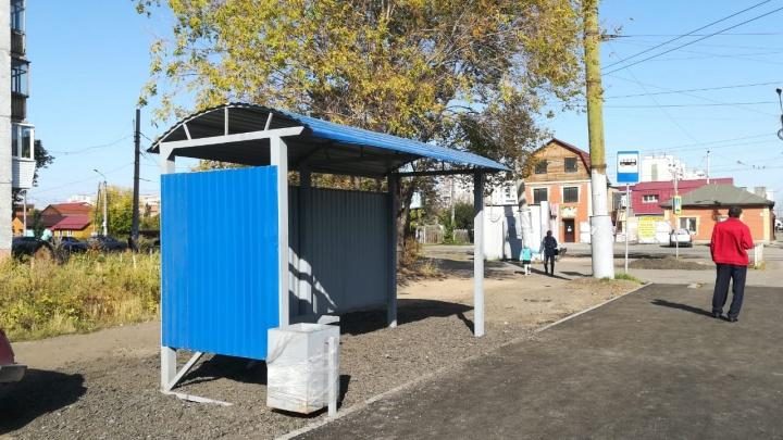 На улице Богдана Хмельницкого появился новый остановочный павильон