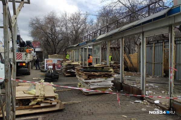 Снос павильонов на Партизана Железняка выглядит так